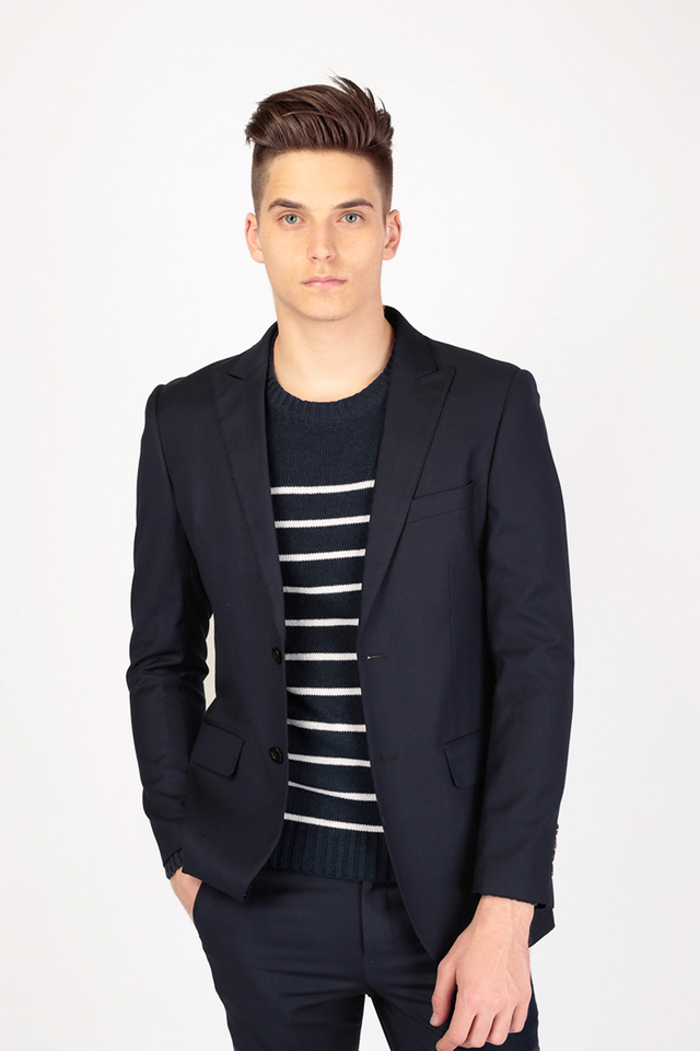 THE CLASSIC SUIT BLAZER IN NAVY