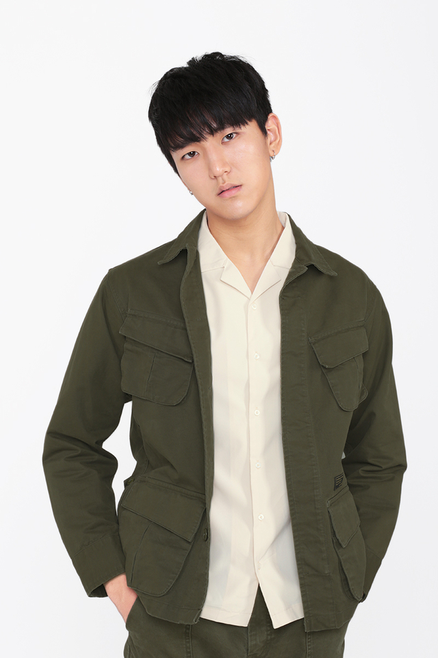 DISTRESSED UTILITY OVERSHIRT IN OLIVE