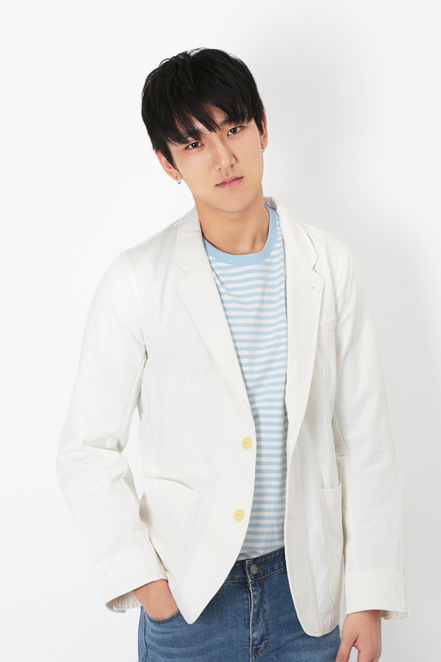 TWILL SPORTS JACKET IN WHITE
