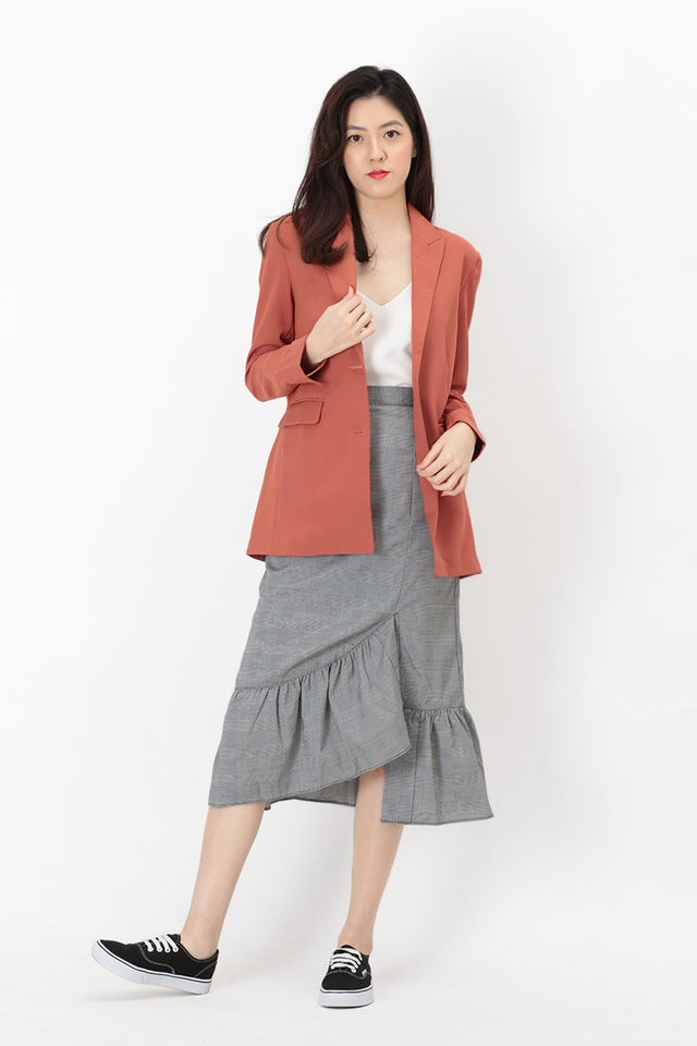 SIENNA BUTTON BLAZER IN AUBURN