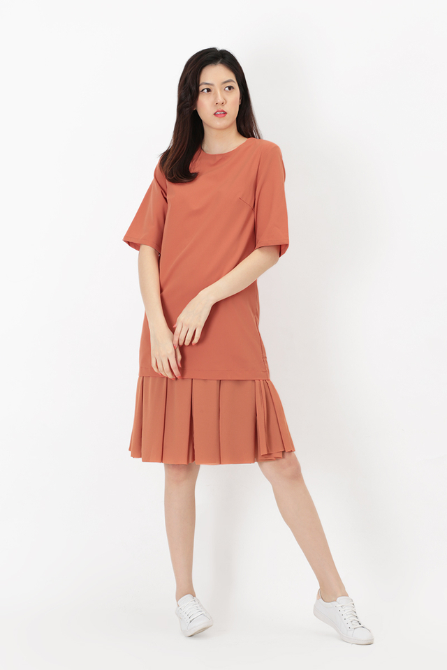 LUCILLE CHIFFON DROP HEM DRESS IN AUBURN