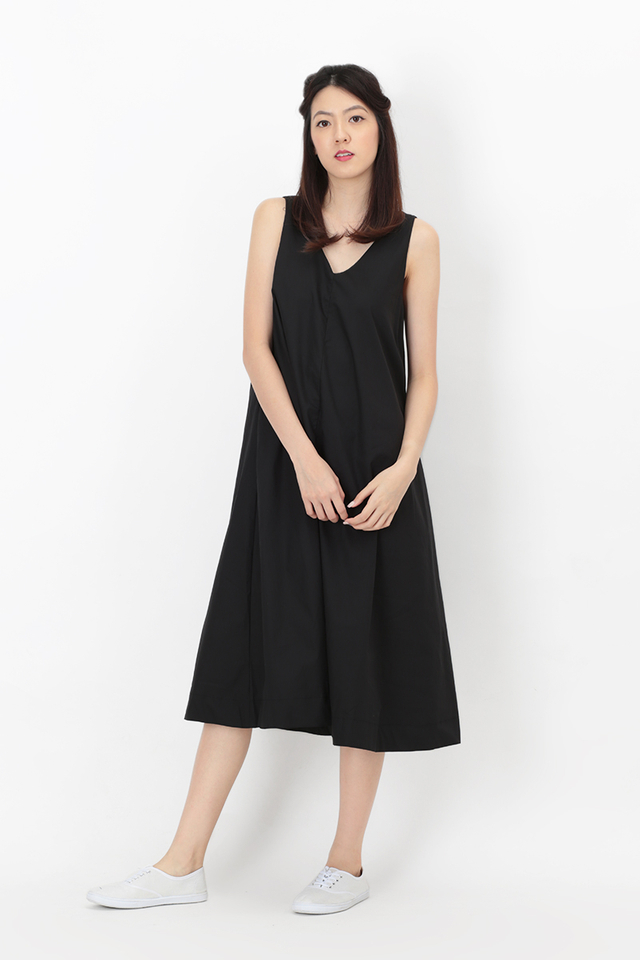 WILLOW V-NECK FLARE DRESS IN BLACK