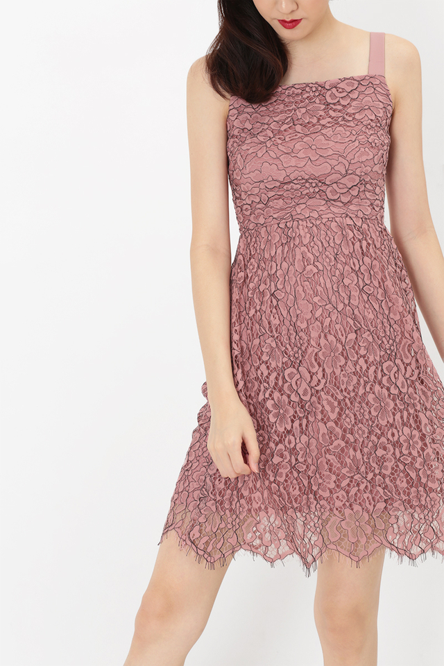 MALORIE LACE DRESS IN ROUGE