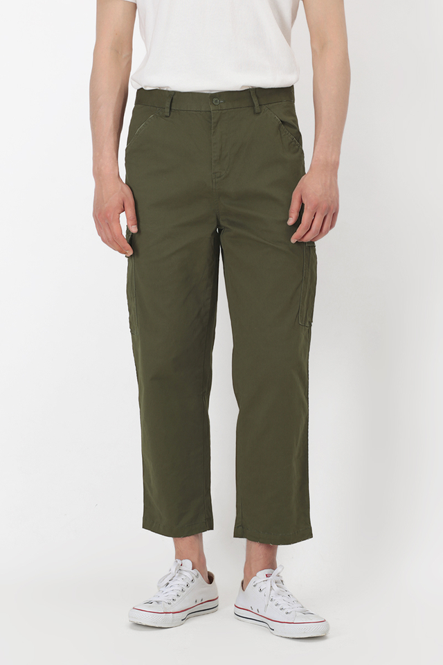 DISTRESSED CARGO TROUSERS IN OLIVE