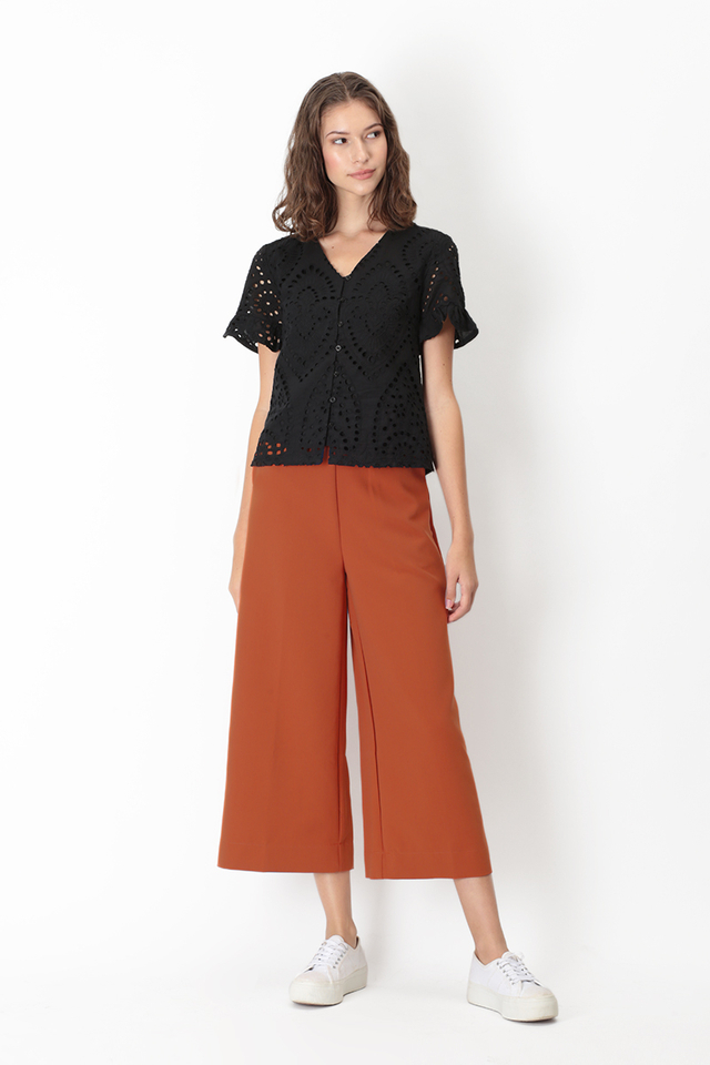 HEATHER EYELET FRILL SLEEVE TOP IN BLACK