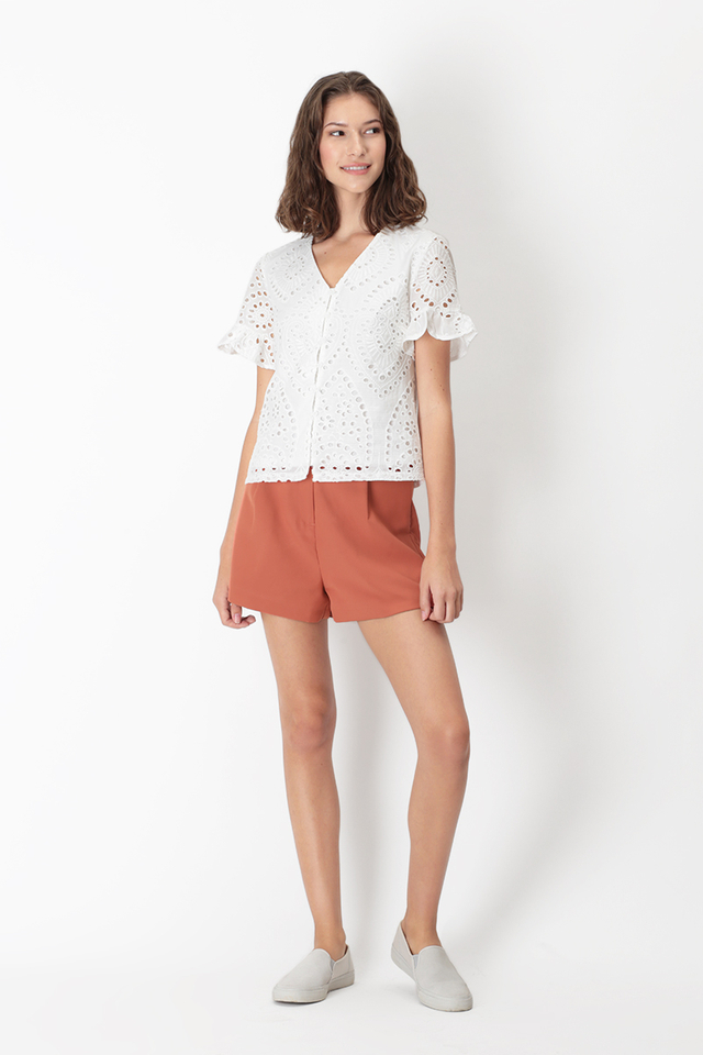 HEATHER EYELET FRILL SLEEVE TOP IN WHITE