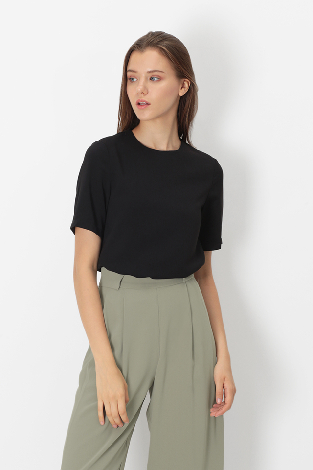 JANELLE TEE TOP IN BLACK