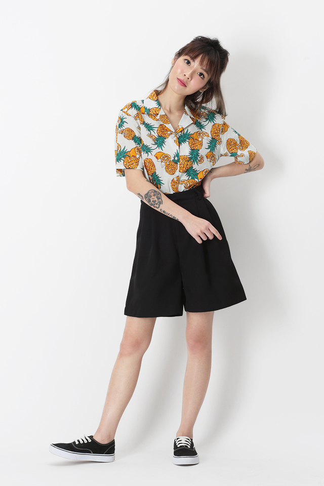 LOCO LOCO PINEAPPLE CAMP COLLAR SHIRT IN WHITE