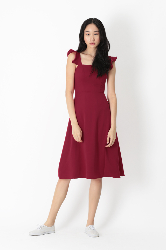 MADELINE FLUTTER SLEEVE DRESS IN WINE