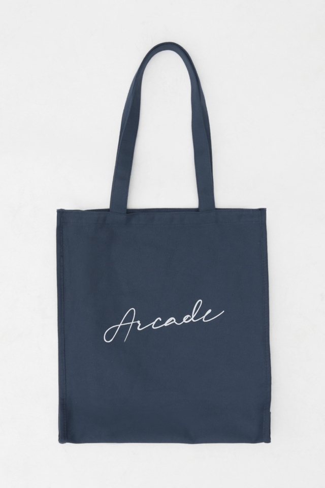 ARCADE SCRIPT LOGO TOTE BAG IN NAVY