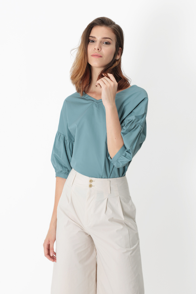 JACQUELINE V-NECK BLOUSE IN OASIS BLUE