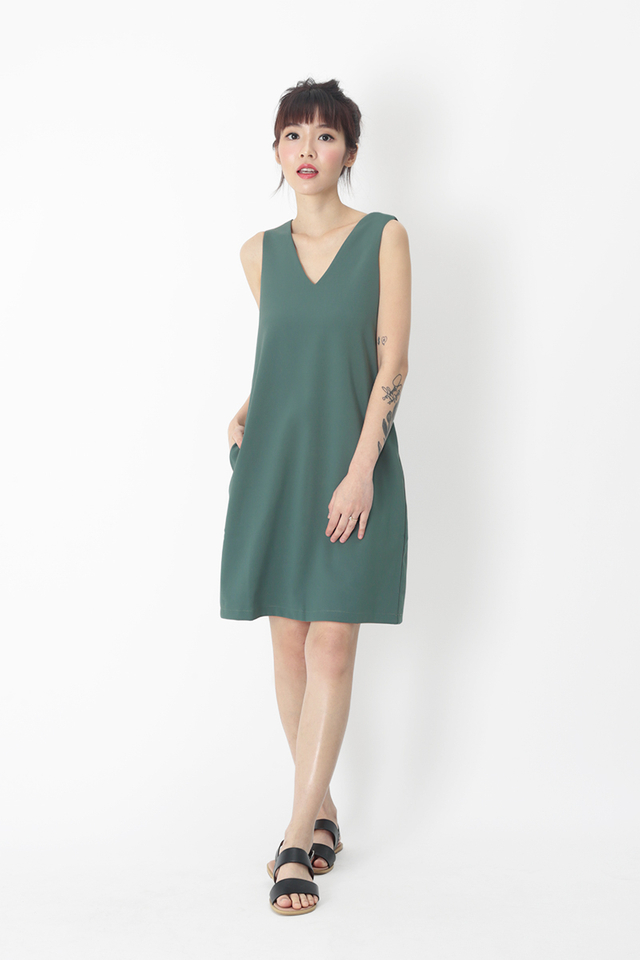 NISHA V-NECK SHIFT DRESS IN PINE