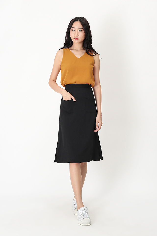 AVA PATCH POCKET SKIRT IN BLACK