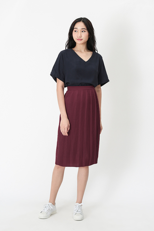 NADELYN PLEATED PENCIL SKIRT IN WINE