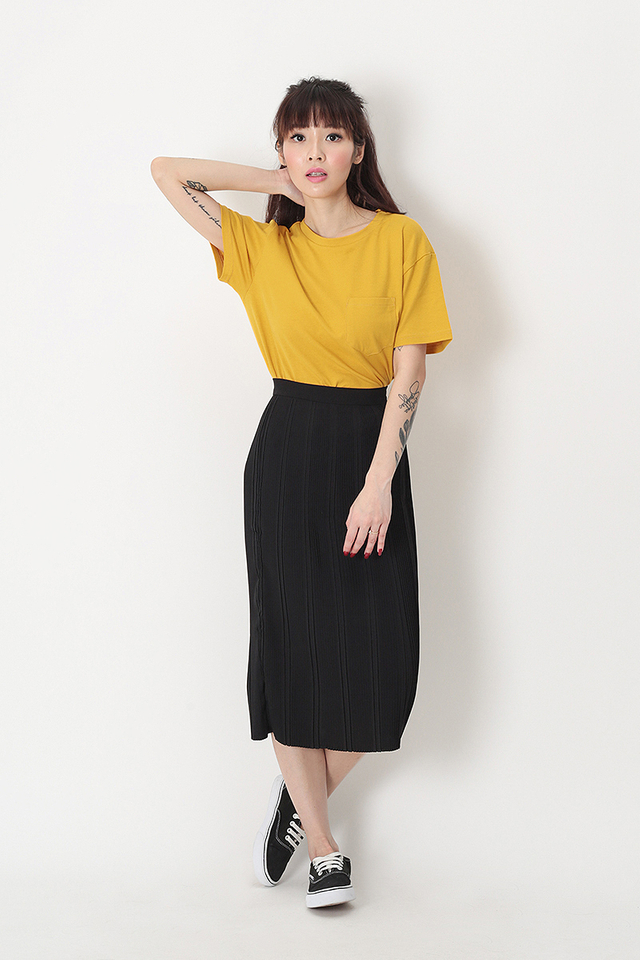 NADELYN PLEATED PENCIL SKIRT IN BLACK