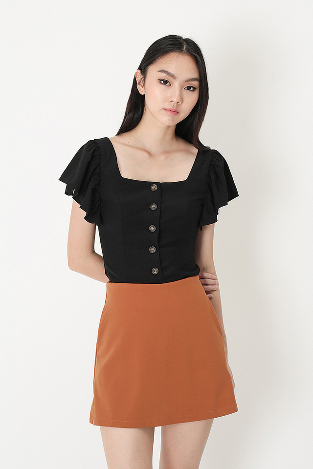 ALLIE FLUTTER SLEEVE TOP IN BLACK