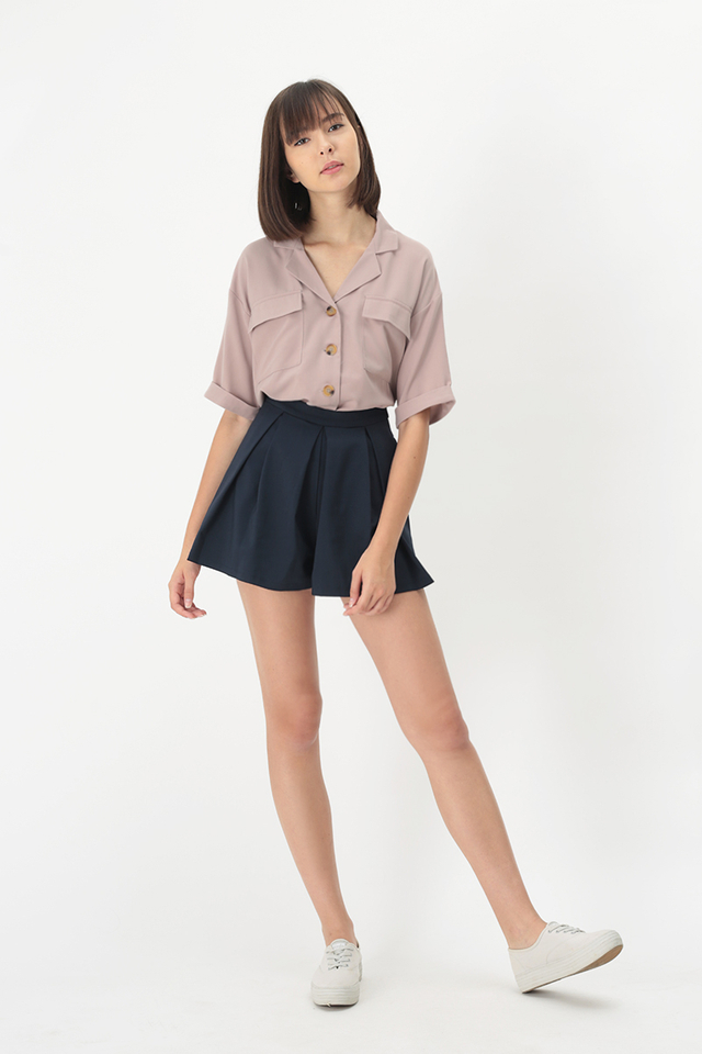 CASSIE BOX PLEAT SKORTS IN NAVY