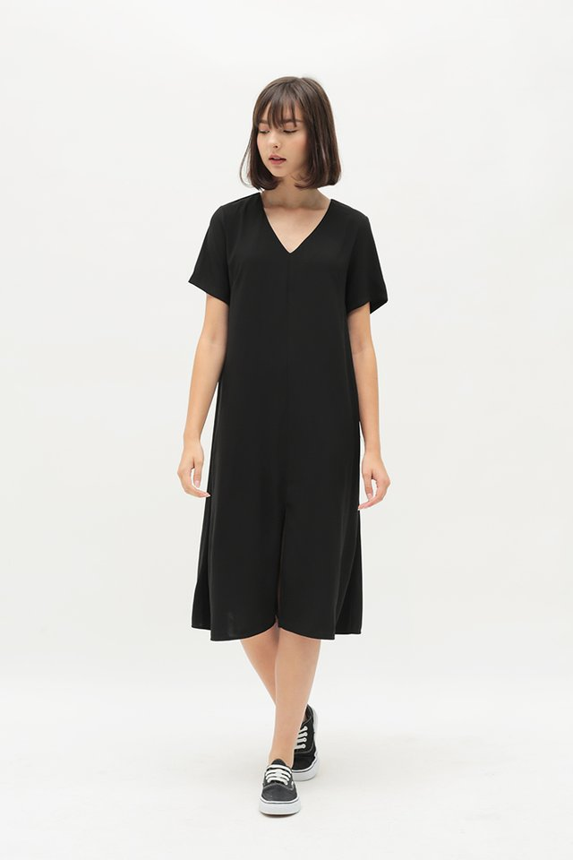 EVERLY V-NECK DRESS IN BLACK