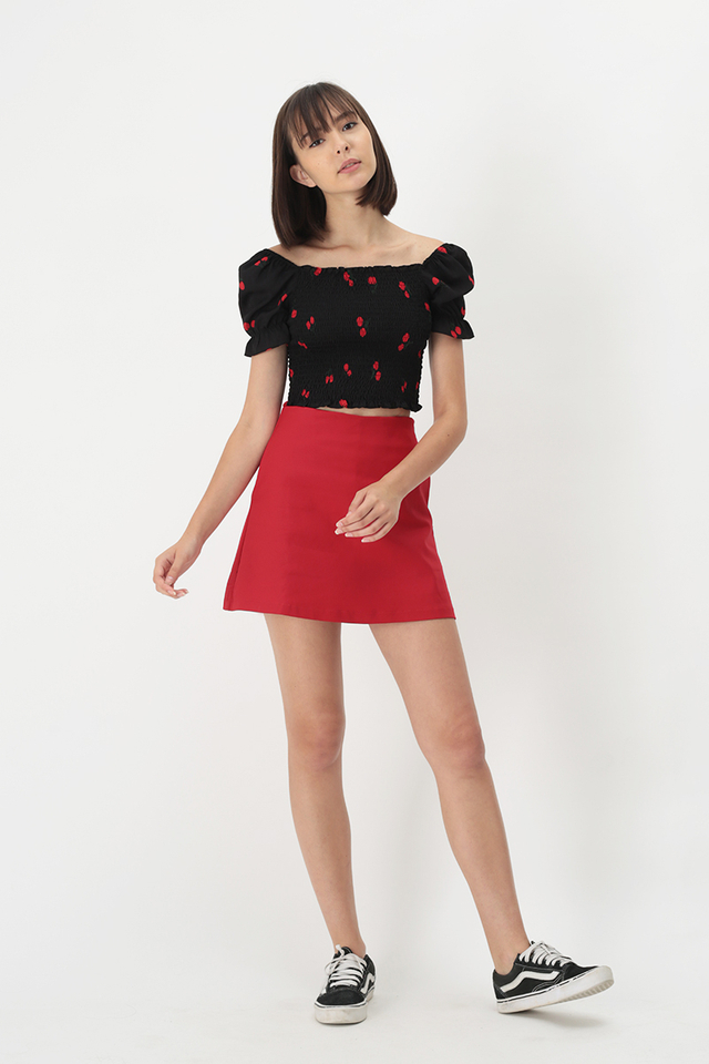 RAELYNN CHERRY RUCHED TOP IN BLACK