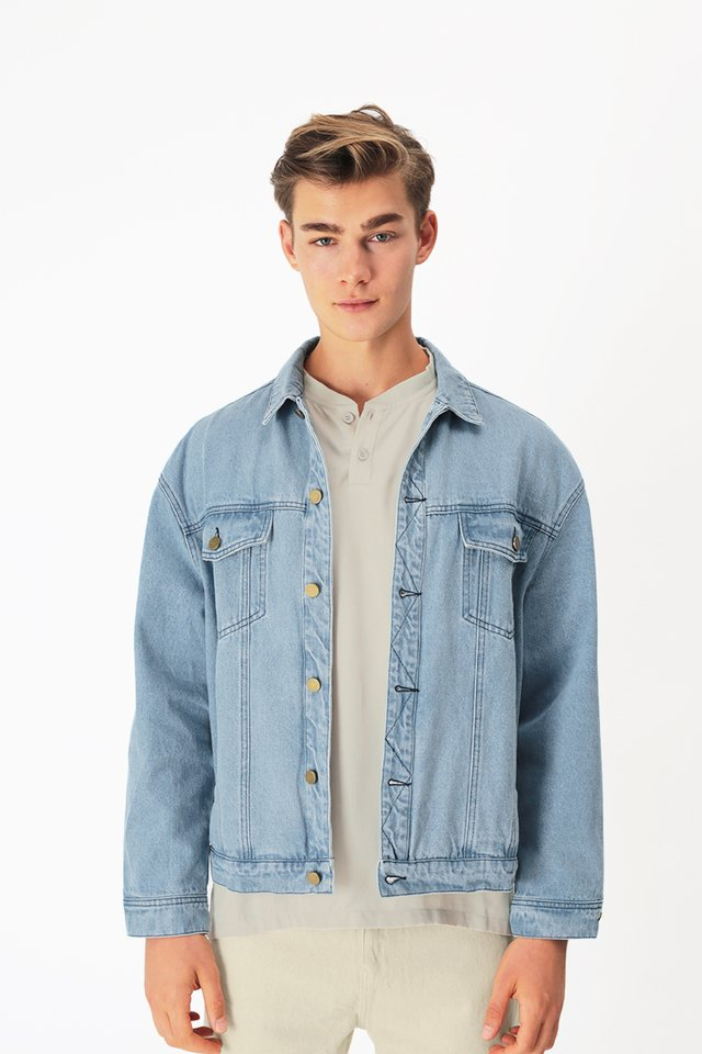 BENJI OVERSIZED DENIM JACKET IN MID WASH
