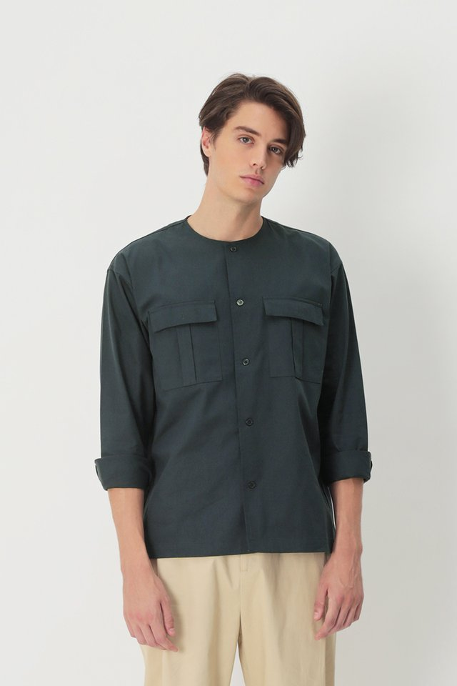ADAM ROUND NECK POCKET SHIRT IN NAVY