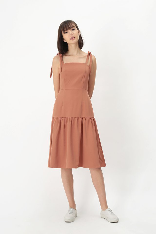 EVANGELINE DROP HEM DRESS IN BLUSH