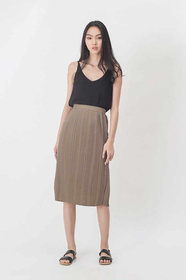NADELYN PLEATED PENCIL SKIRT IN TAUPE