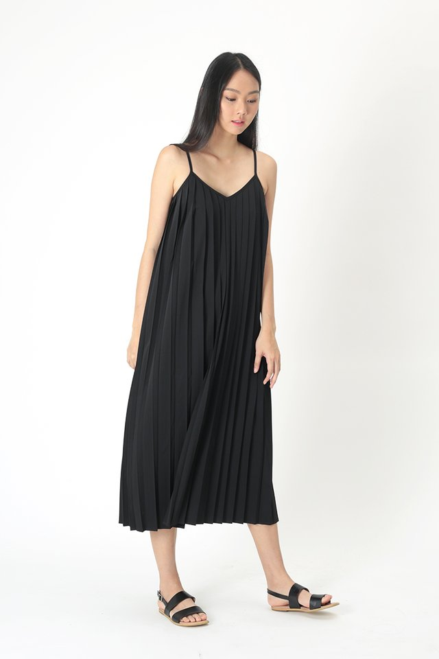 SHARISSA PLEATED TWO WAY DRESS IN BLACK
