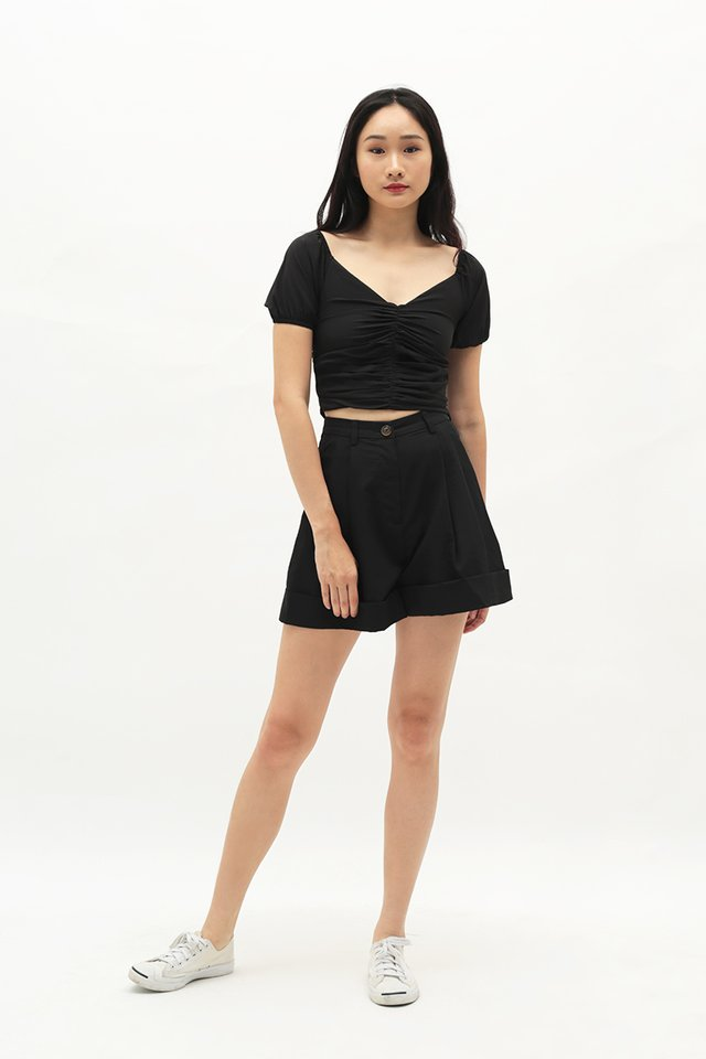 FRANKIE PLEATED SHORTS IN BLACK