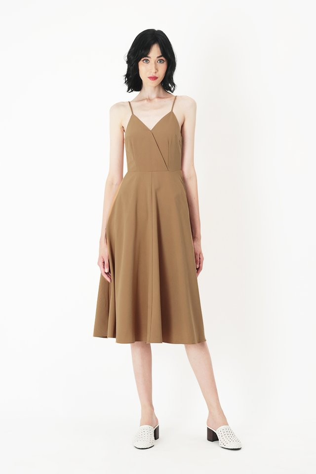 DELANEY V-NECK MIDI DRESS IN CARAMEL