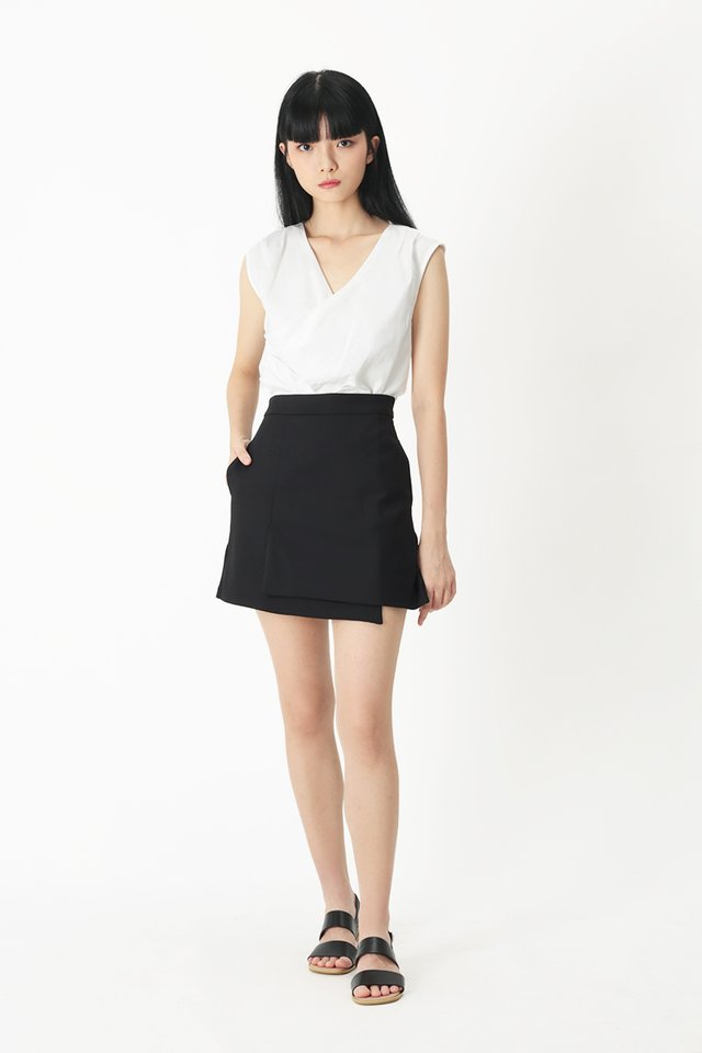 LIA OVERLAP SKORTS IN BLACK