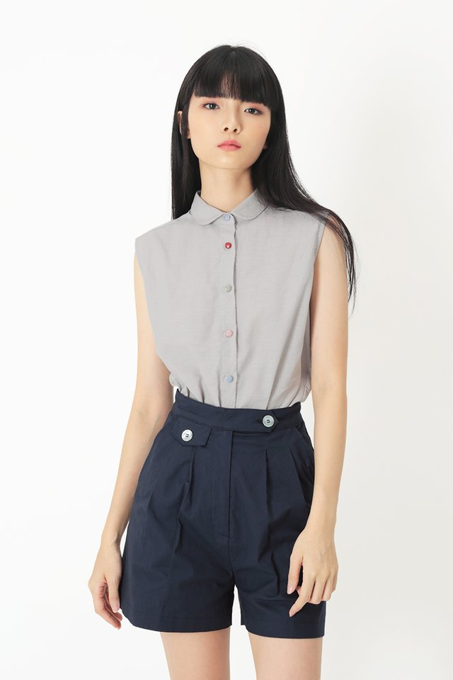CUTE AS A BUTTON BLOUSE IN CLOUD GREY