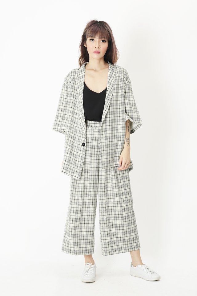 YUI CHECKERED KIMONO BLAZER IN OFF WHITE