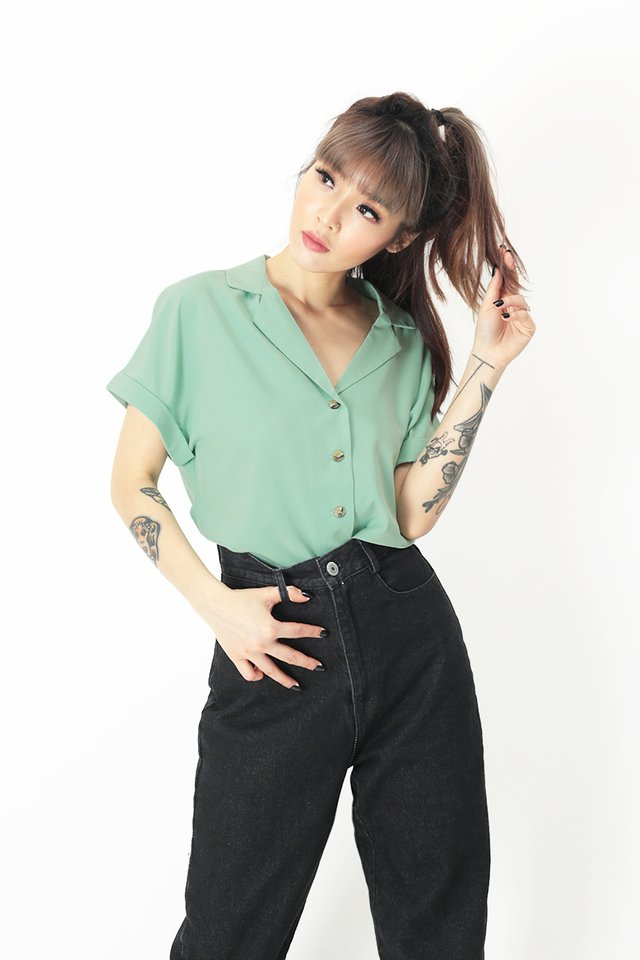 ELYSSA CAMP COLLAR BLOUSE IN SUMMER GREEN