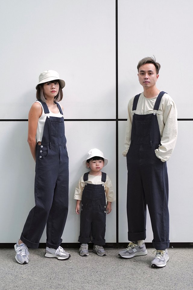 ASHTON STRAIGHT-CUT DUNGAREES IN NAVY