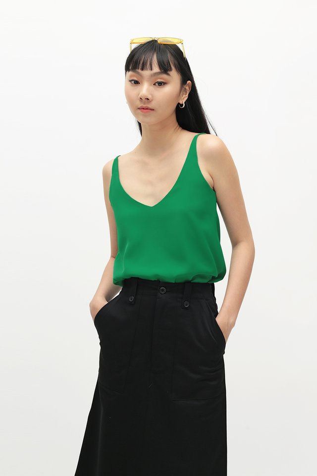 KARI SPAG TOP IN KELLY GREEN
